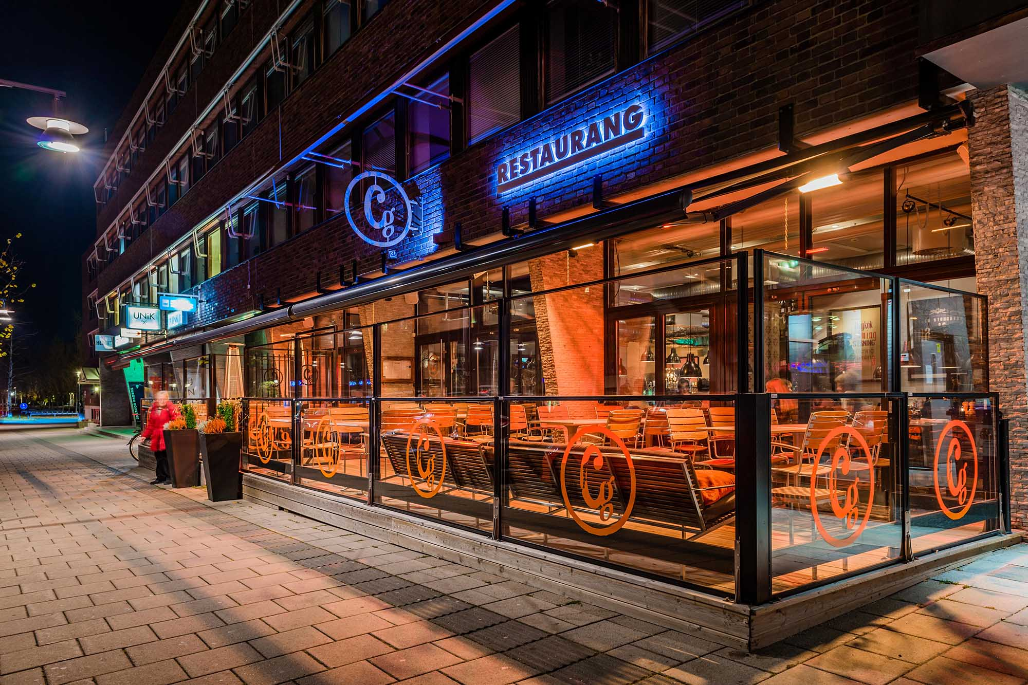 Café au Lä® – Höj- och sänkbart vindskydd för restauranger